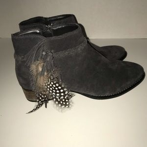 GIANNI BINI Gray Feather Ankle Boots Women 8M